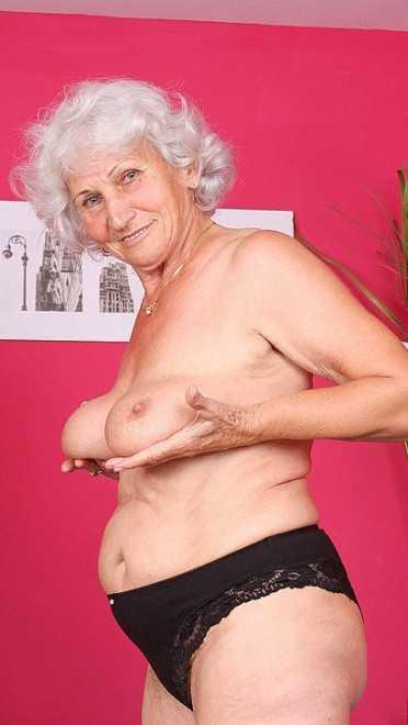 сиськи старой бабки порно фото