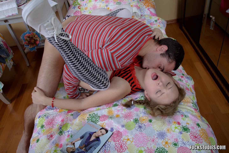 Студент трахает в попку сокурсницу | Секс фото интим ...: https://seks-photo.com/student-trahaet-vpopku-sokursnicu/