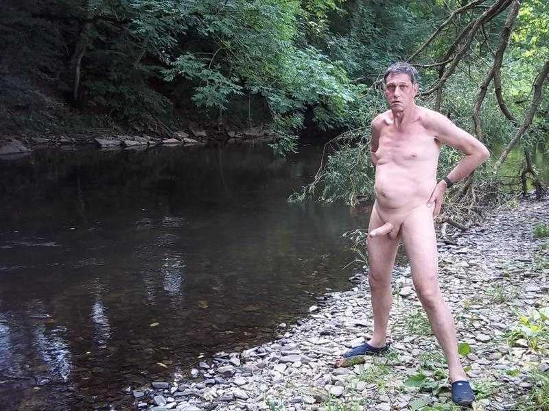 Стоячий хуй на берегу реки