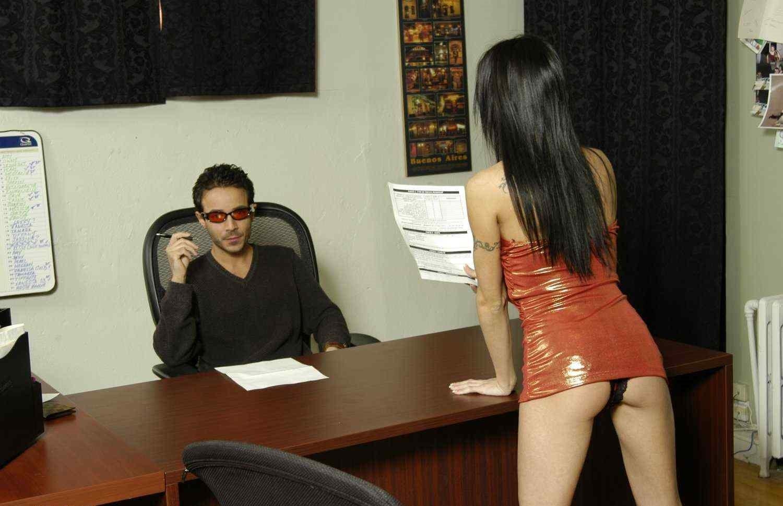 Бос трахает свою секретаршу фото 1