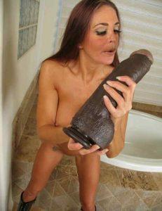 Мастурбация большой секс игрушкой