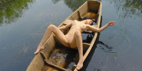Интим девушек у воды фото № 9