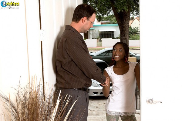 Чернокожая проститутка по вызову 1