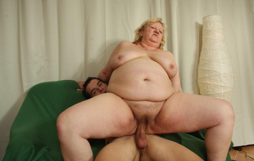 Старая тётка мастурбирует фото 274-938