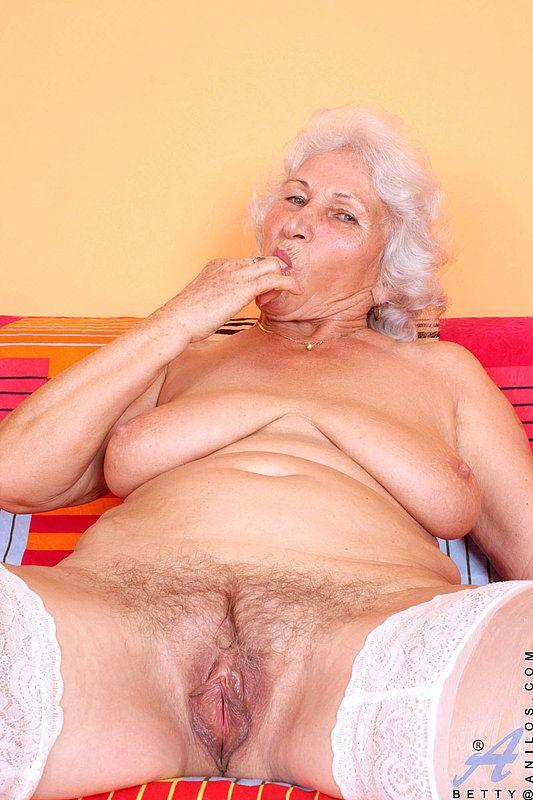 erotika-foto-masturbatsiya-staroy-pro-seks-golie