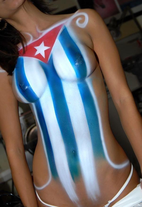 Кубинская девушка и боди-арт