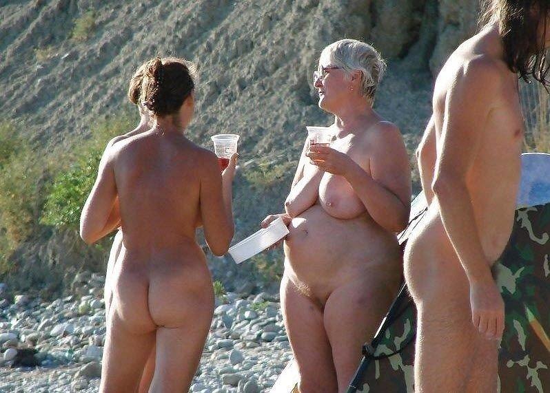 Зрелые и старые нудисты, интим фото 11