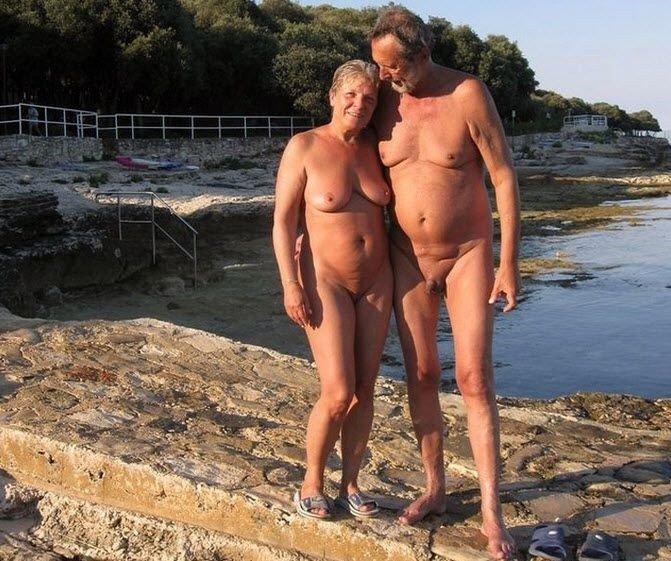 Зрелые и старые нудисты, интим фото 14