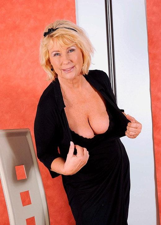 Интим зрелой женщины в фото-салоне № 3