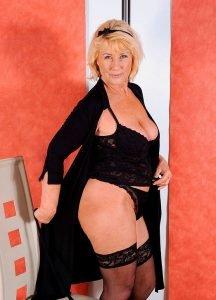 Интим зрелой женщины в фотосалоне