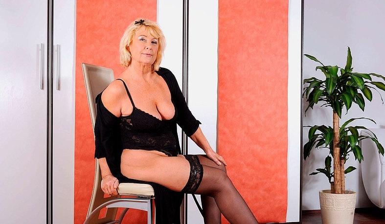 Интим зрелой женщины в фото-салоне № 5