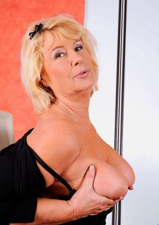 Интим зрелой женщины в фото-салоне № 7