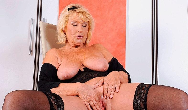 Интим зрелой женщины в фото-салоне № 13
