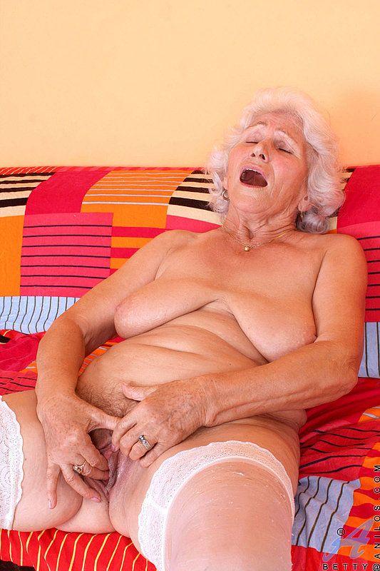 starie-moloduyu-tolpoy-porno