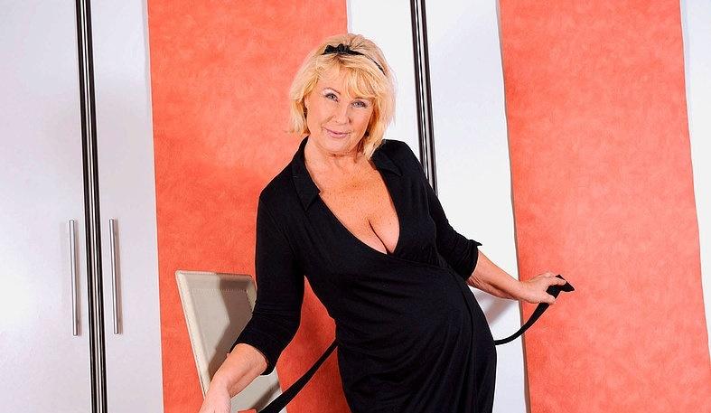 Интим зрелой женщины в фото-салоне № 2