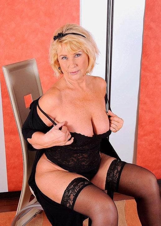Интим зрелой женщины в фото-салоне № 6