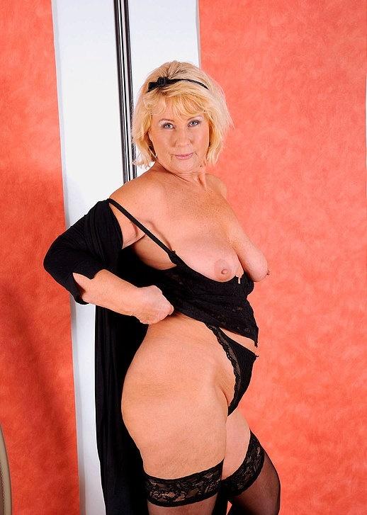 Интим зрелой женщины в фото-салоне № 9