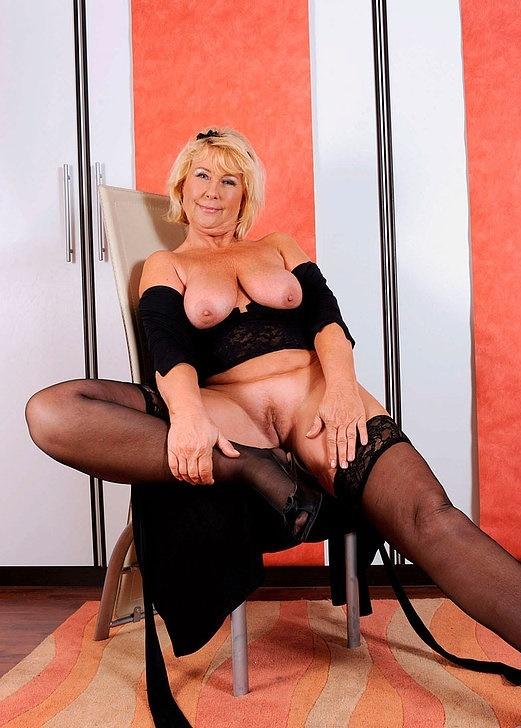 Интим зрелой женщины в фото-салоне № 10