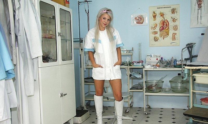 Медсестра мастурбирует - фото 1