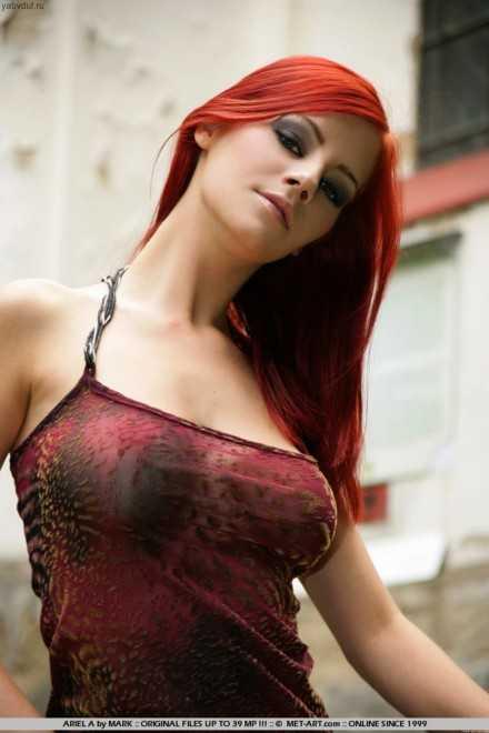 Крашеная рыжая девушка