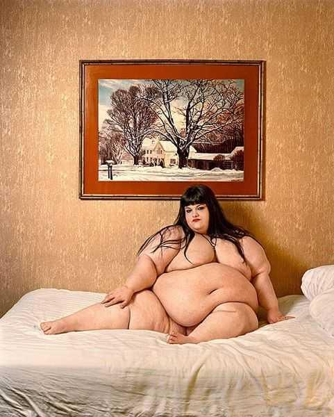 Толстая девушка перед сексом